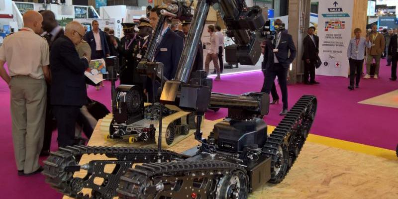Usine Nouvelle: Eurosatory 2018 | ECA Group's IGUANA, all-terrain unmanned Ground vehicle