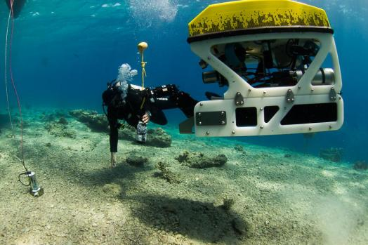 ECA-Group-ROV-H800-OR-Remotely-Operated-Vehicle-5.jpg