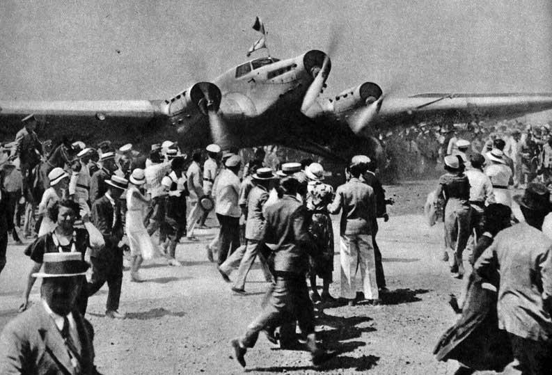 The aircraft landing in Buenos Aires during the Atlantic crossing in 1933