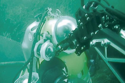Eca Group ROV H1000 assistance to diver