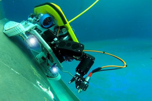 Eca Group ROVINGBAT Hybrid ROV crawler for local cleaning on vertical structures